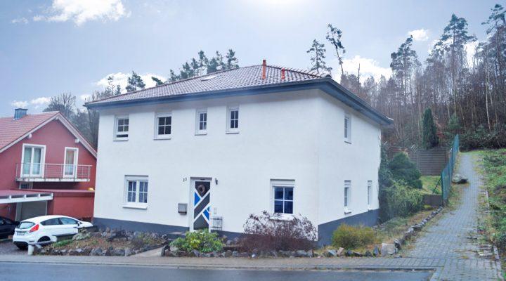 Neuwertiges Stadthaus in ruhiger Waldrandlage